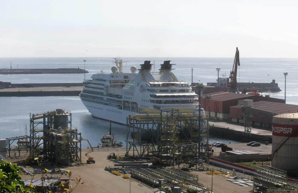 El crucero 'Seabourn Sojourn' atraca en Gij&oacute;n