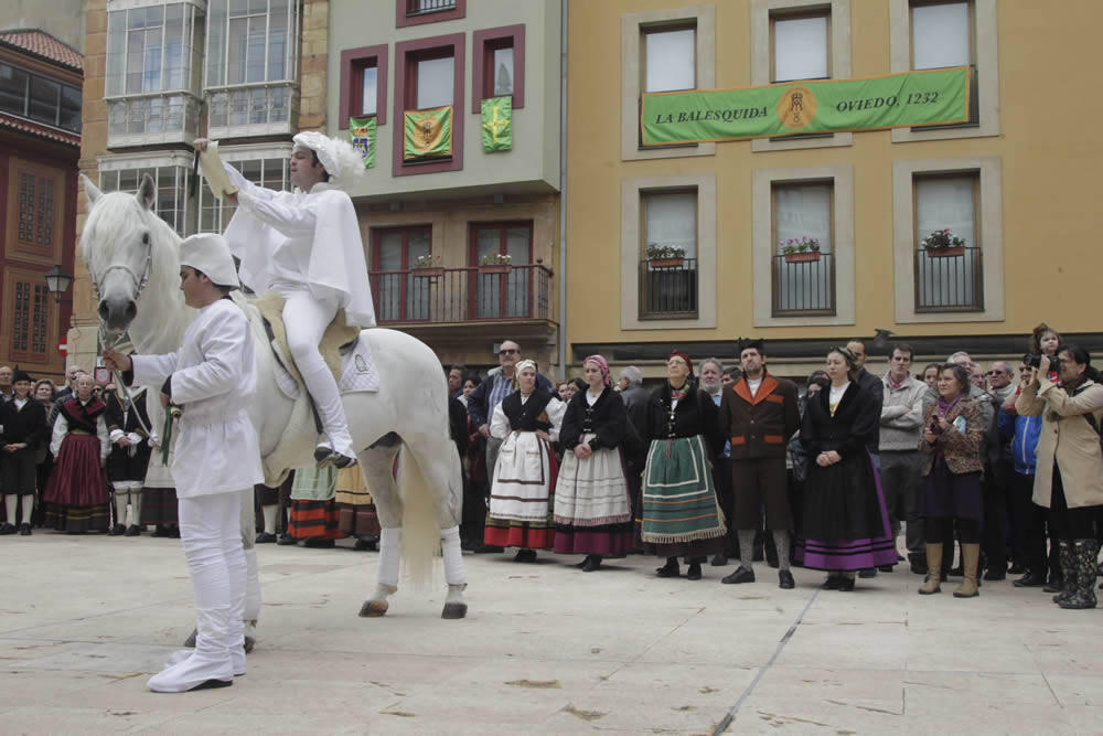 El Heraldo abre las fiestas de La Balesquida en Oviedo