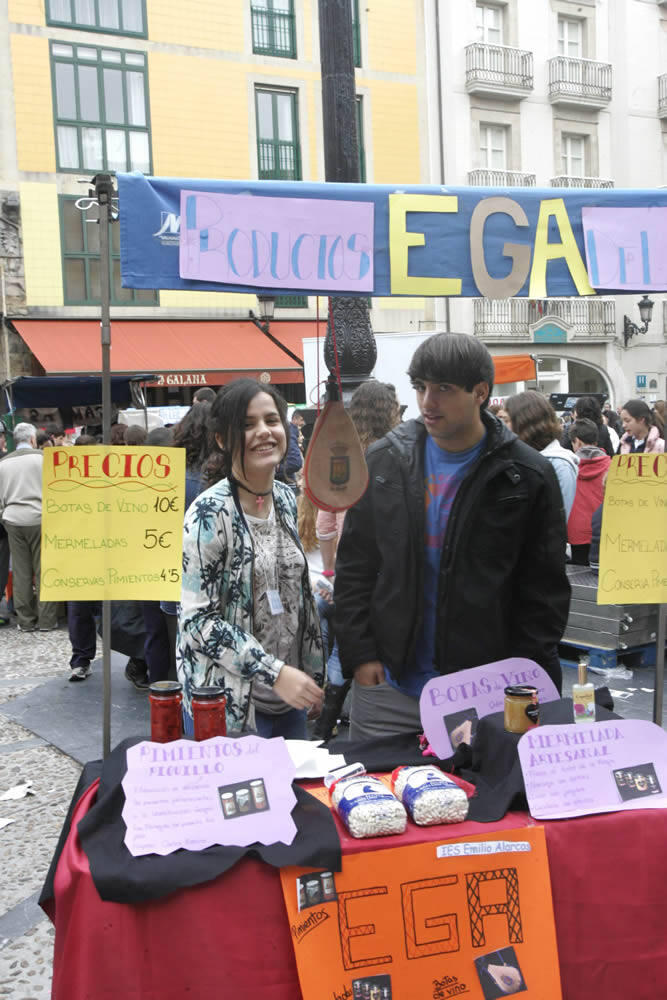 1.200 estudiantes ofertan sus productos en la Plaza Mayor