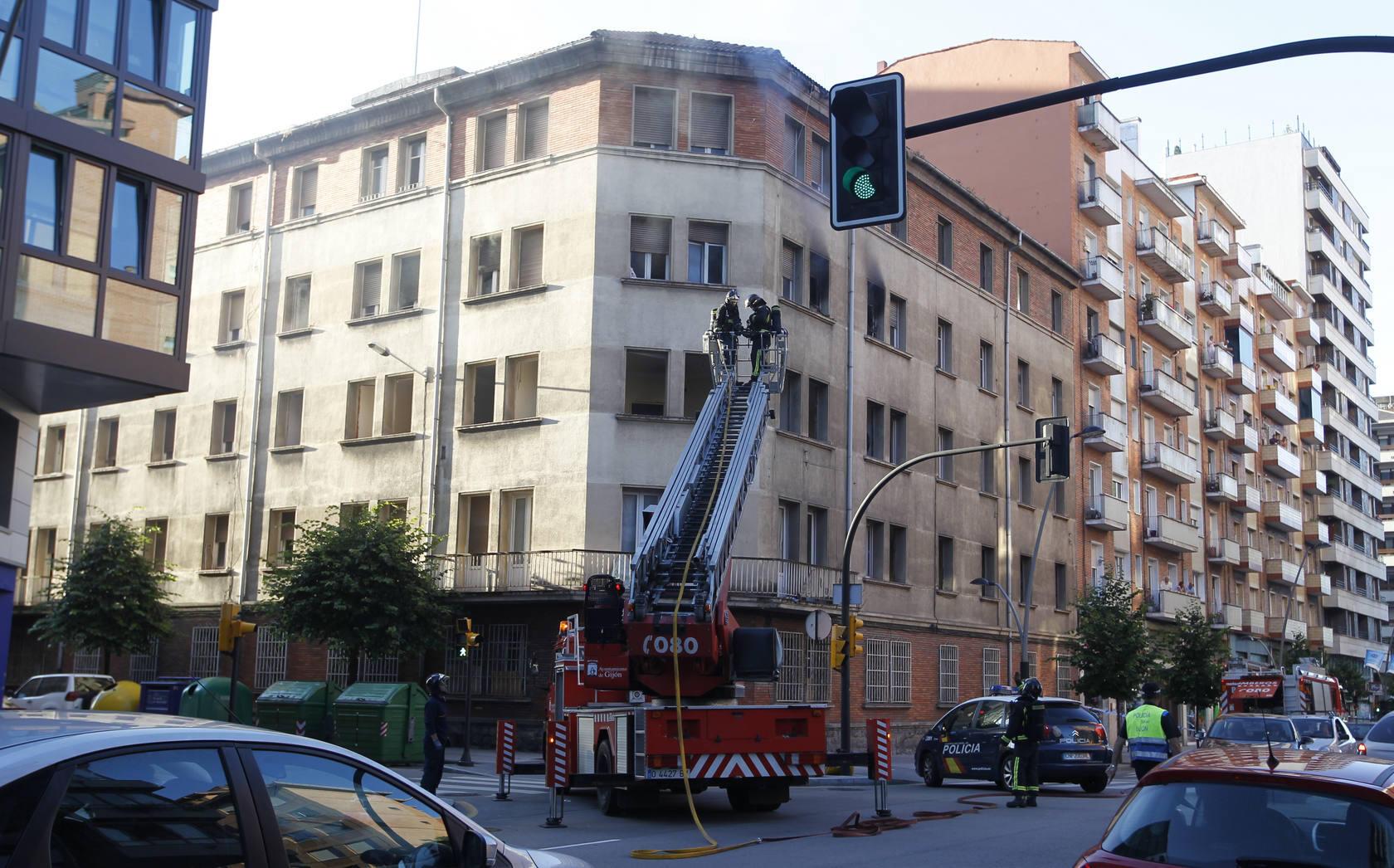 Incendio en el edificio ocupado de la calle Ezcurdia de Gijón
