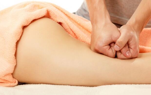 Peeling corporal con masaje anticelulítico y reductor