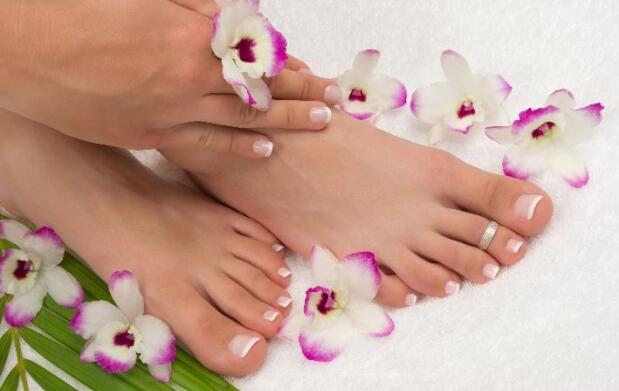 Manicura y pedicura permanentes y masaje