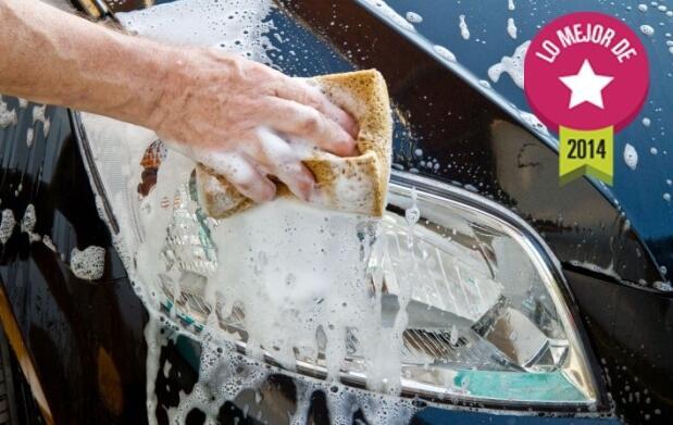 Lavado y limpieza manual de coche