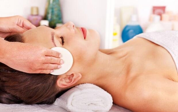Tratamiento facial antiedad y manicura
