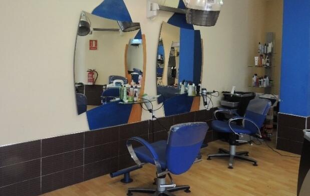 Sesión completa de belleza: peluquería y manicura
