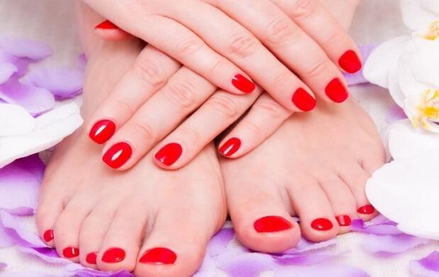 Uñas de gel y esmaltado de pies