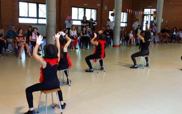 Baile moderno para niños o zumba para adultos