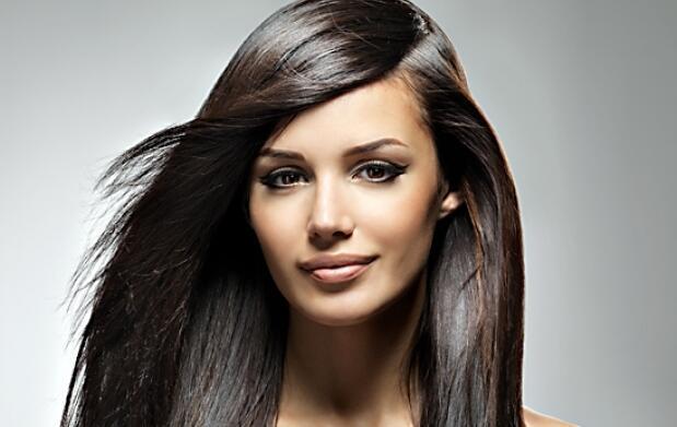 Sesión de peluquería o alisado de keratina