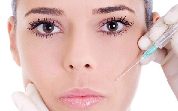 Tratamiento facial con ácido hialurónico
