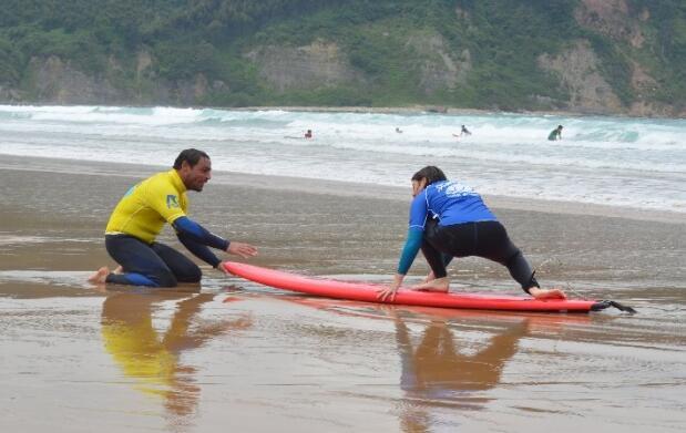 Clase surf o paddle o escapada surf con alojamiento