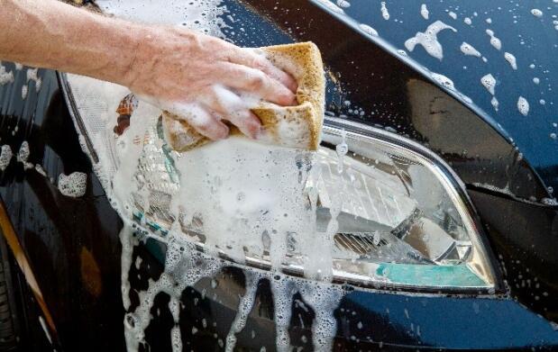 2 lavados manuales de coche
