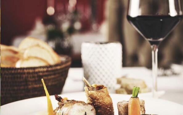 Exquisito menú comida o cena en Oviedo