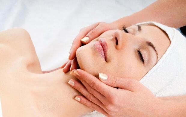 Higiene facial, peeling ultrasónico y mascarilla