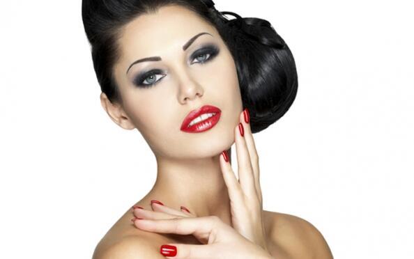 Limpieza facial con opción a manicura Shellac o peeling corporal