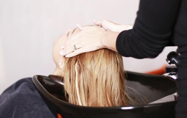 Sesión completa de peluquería con opción a mechas