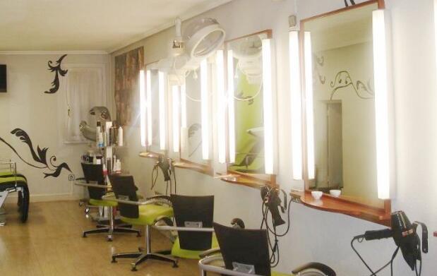 Sesión de masaje y peluquería unisex