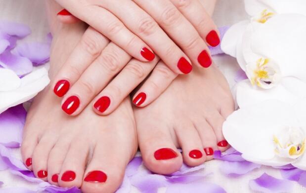Dos sesiones de manicura o manicura y pedicura