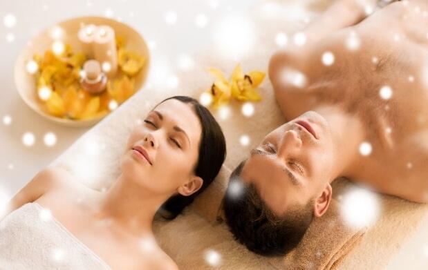 Masaje en pareja: cava y bombones o fresas
