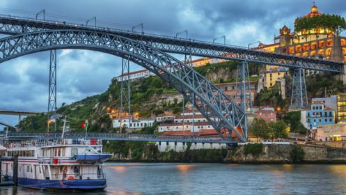 Autotour Oporto: 5 noches en Hotel+AD+crucero