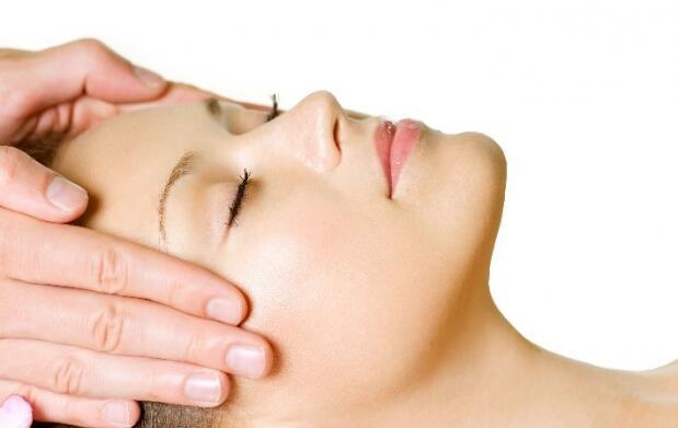 Limpieza facial y tratamiento de Atache