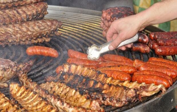 Parrillada de carne para dos o cuatro personas