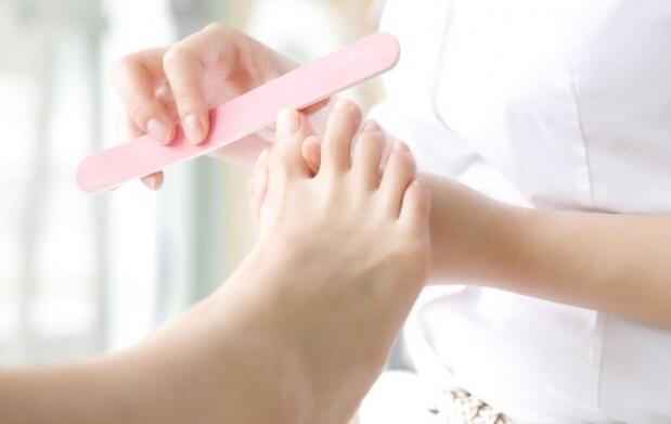 Pedicura con lacado de uñas