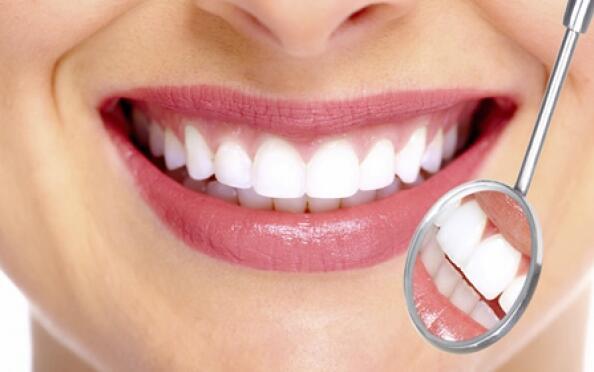 Revisión dental y limpieza con opción a blanqueamiento