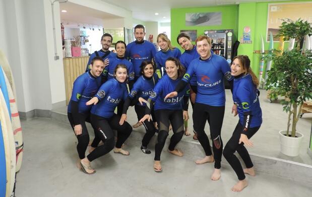 Curso de surf y 2 horas extra de equipo