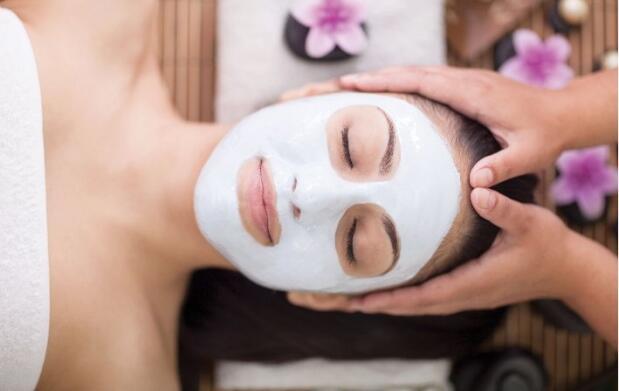 Limpieza facial, peeling ácido glicólico y colágeno