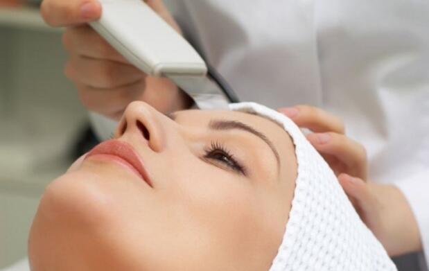 Peeling ultrasónico y ácido hialurónico