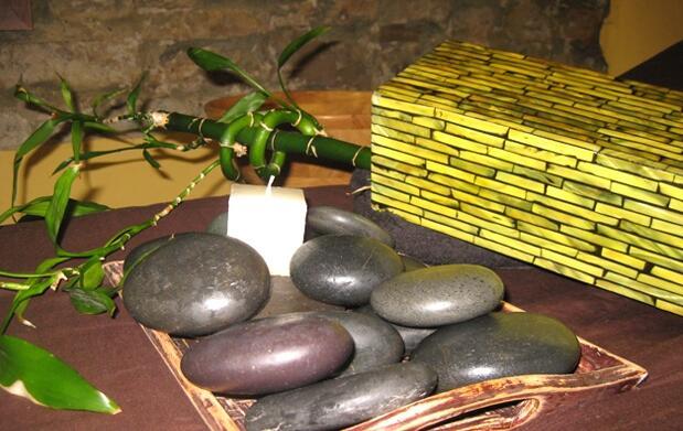 Tratamiento corporal y masaje con piedras