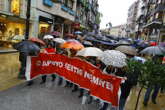Cientos de manifestantes piden la cesión del Niemeyer al Patronato
