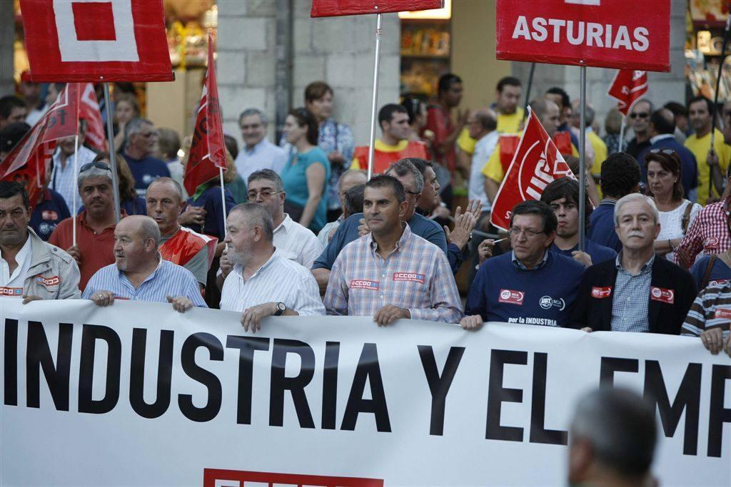 Miles de personas se manifiestan en Avilés por la industria y el empleo