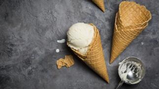 2 helados de cucurucho o tarta de mousse de chocolate