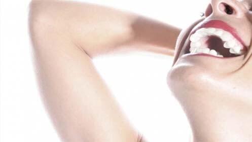 Limpieza con ultrasonidos y blanqueamiento o férula de relajación