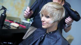 Sesión de peluquería con opción a corte, tratamiento caviar y tinte