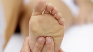 Pedicura unisex con masaje podal. Cuidado y arreglo para la higiene del pie