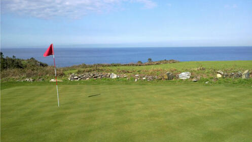 Juega al golf en Luarca: Green Fee de 9 hoyos