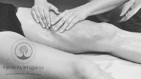 Masaje circulatorio para piernas cansadas o pesadas con aceites específicos
