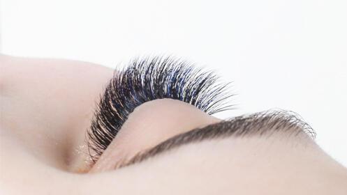 Extensión de pestañas natural pelo a pelo
