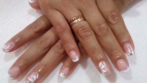 Manos perfectas con manicura semipermanente, gel o acrícilio