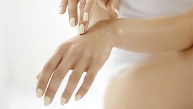 Manicura normal, permanente o uñas esculpidas con o sin extensión