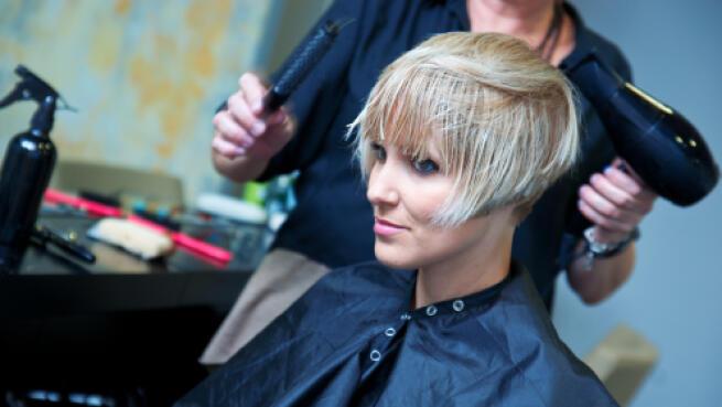 Sesión de peluquería con corte y color unisex